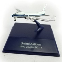 NewRay Die-cast Sky Pilot United Airlines 1:550 Douglas DC-7 White Color Model
