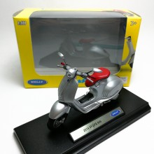 Welly 1:18 Die-cast 2014 Vespa 946 Scooter Motorcycle Silver Model with Box Collection