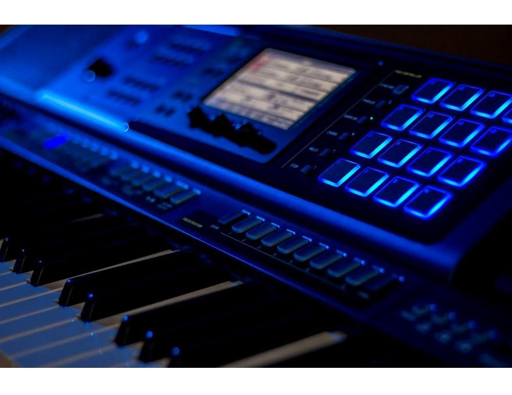 61 Key Casio MZ-X500 Electronic Keyboard Arranger Piano Organ 1100 Preset Tones HEX Layer 330 Rhythms Color Touch LCD XY-Graph Parametric EQ Drabar Organ Real Time